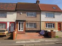 CL227-Lovely 3 bedroom terraced house with off street parking and garden in Cricklewood.