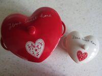 ASHLEY THOMAS AT HOME CASSEROLES HEART SHAPE SET OF 2 UNUSED