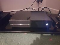 XBOX ONE 500GB, 2 PADS, HALO 5, BATTERY PACKS