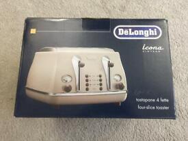 Vintage Cream Toaster - Delonghi