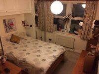 DOUBLE ENSUITE ROOM OVERLOOKING CLAPHAM COMMON - 2 MINS FROM CLAPHAM SOUTH TUBE