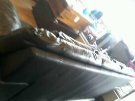 Blac leathe sofa