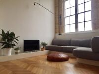Loft style 2/3 bed flat Greenwich. 1 secure carpark. Great transport to city & Canary Wharf.