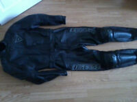 Ladies Dainese lucy 2 piece leathers size 46