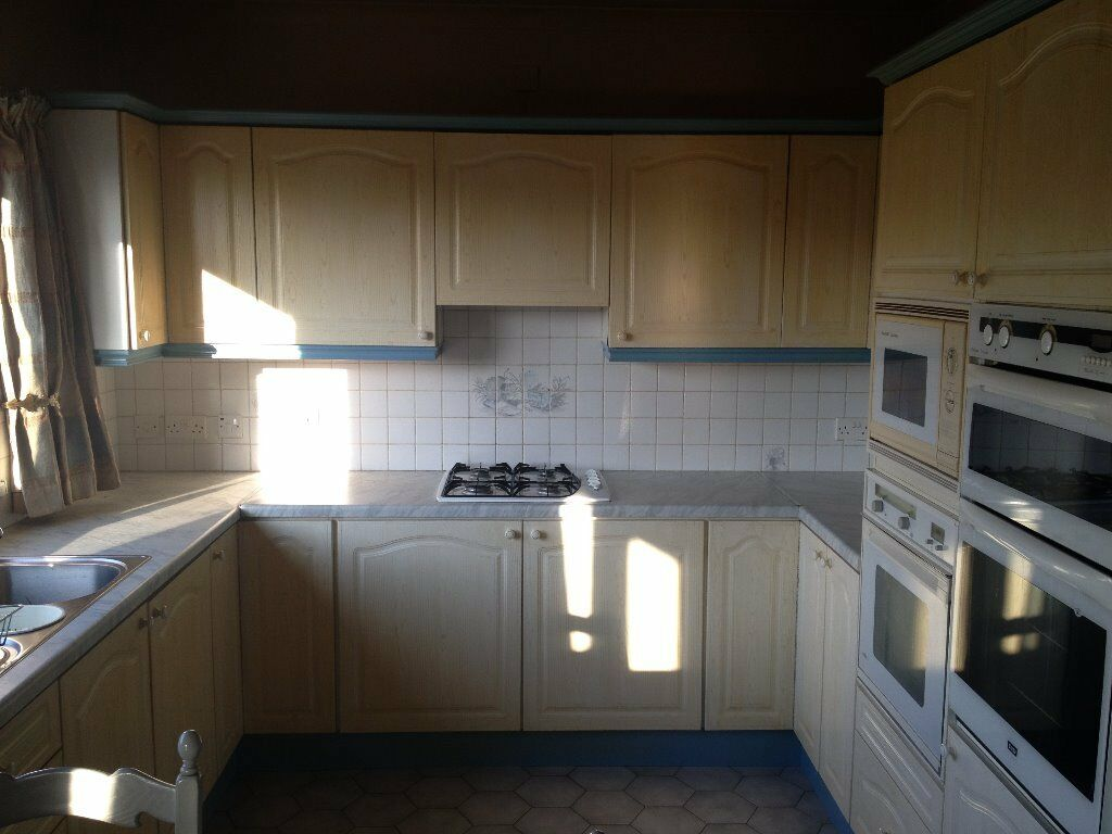 Kitchen Units 2 Ovens Microwave Breakfast Bar And 6