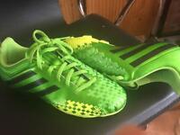 Adidas predito AstroTurf boys football boots UK 5