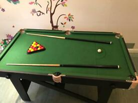 5ft pool table with balls and cues