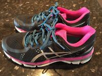Asics woman's trainers size 5 nearly new