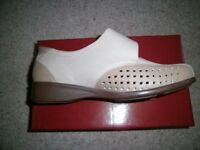 BRAND NEW UNUSED LUNAR COMFORT WOMEN' S SHOES SIZE 40 (UK 7.5) WIDER FITTING