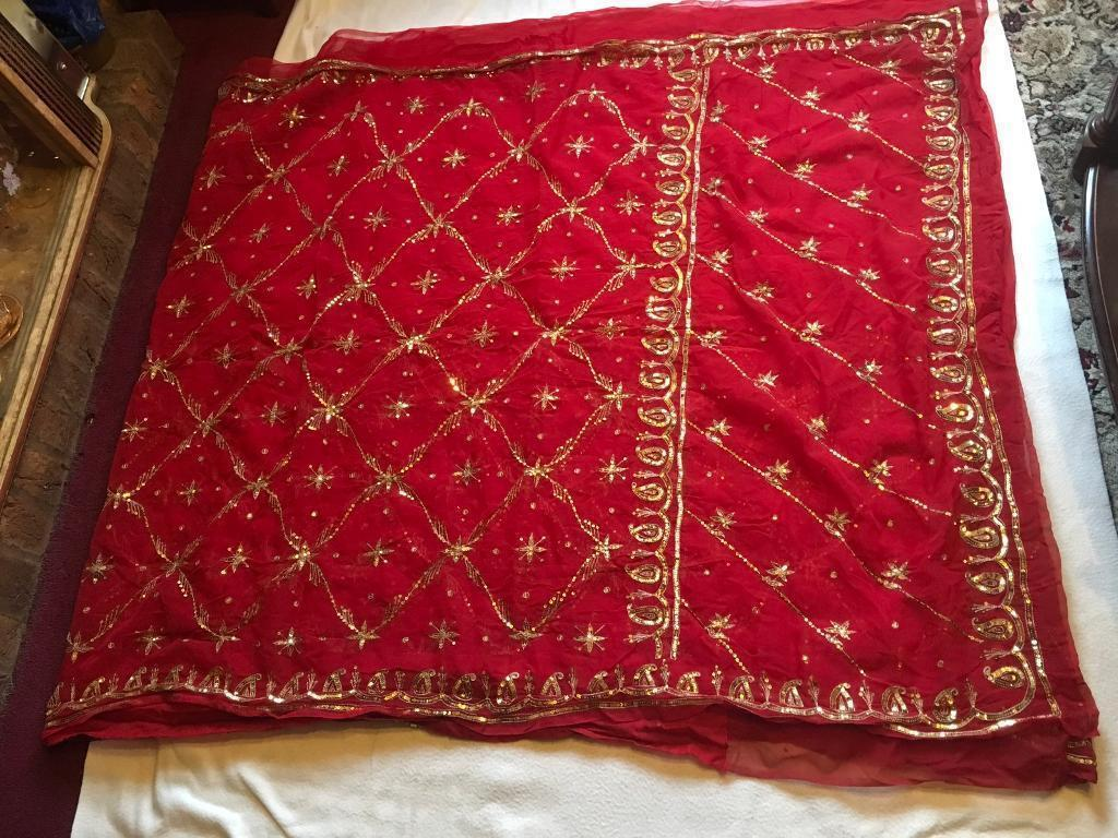 Hndo Indian saree red gold colour wide 520cm used £10 without blouse