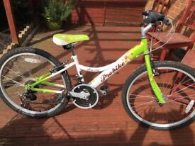 Girls bike excellent condition 18 shimano gears