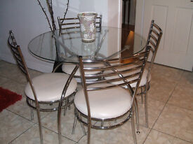 GLASS AND CHROME DINING TABLE AND 4 CHAIRS. WHITE LEATHER LOOK UHOLSTERY