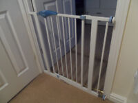 2 Lindam Safety Gates available