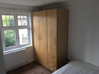 Bright double room with ensuite