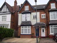 Double En-Suite Room in Aden Road just 5 mins walk from the train station £375pcm inc bills