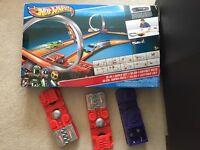 Hot Wheels 10 in 1 Super Set & Wall Loop
