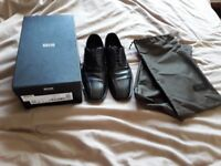 HUGO BOSS Mens black shoes size 9