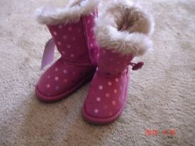Girls winter shoes size 4 NEW