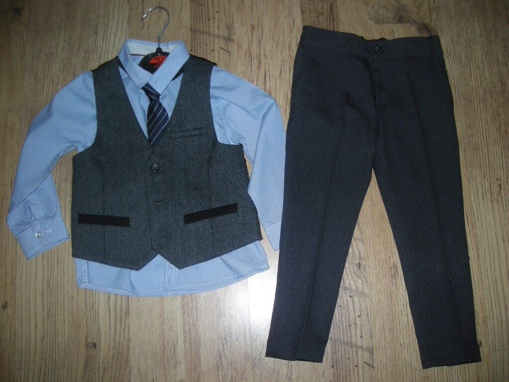 Boy smart outfits age 2-3 year old, excellent condition.