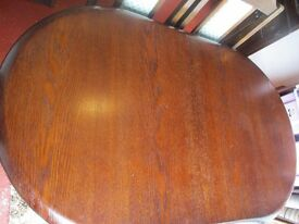 Oak Extendable Dining Room Table & 4 Chairs all in great condition