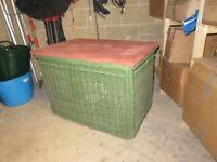Large laundry/blanket basket