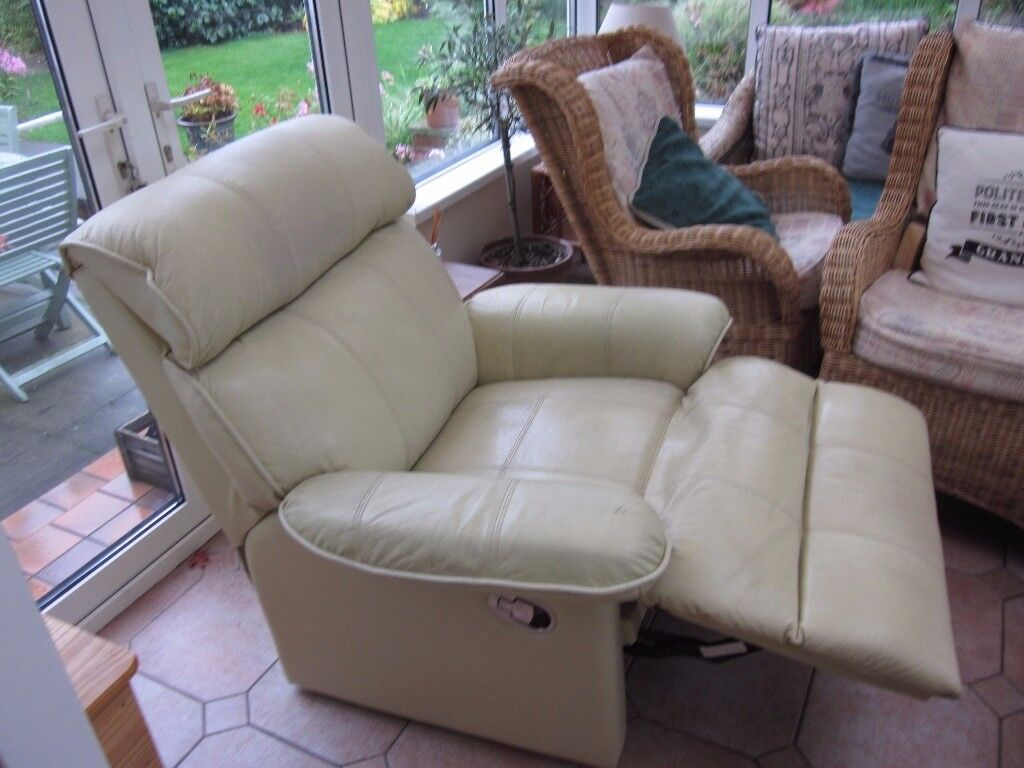 2 Cream Leatherette Reclining Chairs