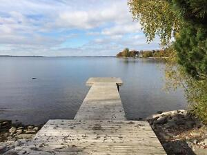 WATERFRONT HOME IN SOUGHT-AFTER NEIGHBOURHOOD! 9 Point Cr