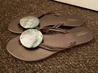 La Redoubt sandals size 5