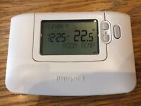Brand New Honeywell Chronotherm CM907 7 Day Thermstat