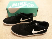 Men's Nike Trainers (Size 9)