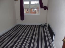 1 DOUBLE BEDROOM FLAT LOCATED IN COWLEY £895PCM