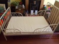 Child's Extendable Bed with Mattress