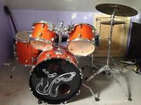 Drumset with seat and drumsticks - 325,OBO