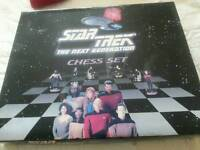COLLECTORS STAR TREK THE NEXT GENERATION CHESS SET