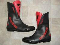 DAYTONA SPORTS MOTORBIKE BOOTS, HAND CRAFTED IN GERMANY - FINEST MATERIAL SIZE 41 WITH TOE SLIDERS