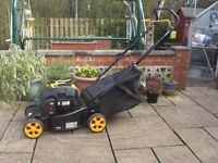 McCULLOCH M40-125 HAND PROPELLED PETROL LAWNMOWER
