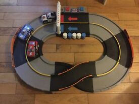 Fisher price Shake and Go racetrack with 3 cars - full working order