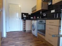 2 bedroom flat in Manchester Road, Huddersfield, HD4 (2 bed) (#1166831)