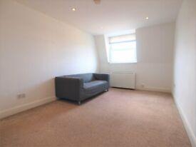 A Large 2 bedroom top floor flat located inbetween Finsbury Park & Archway