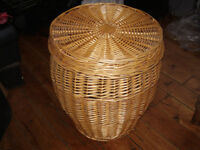 Large Wicker Basket, with lid, ideal for laundry