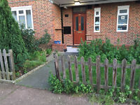 Nice double room is available in a flat, 5min walk to Parson Green Station ** no extra **