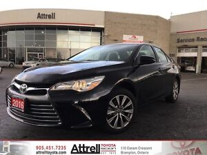 2016 Toyota Camry XLE. Smart Key, Heated Seats, Navigation
