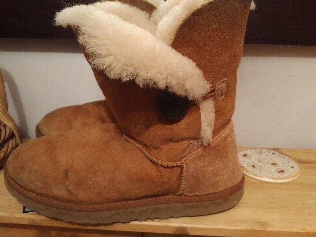 cb0ebd96e1a Genuine Ugg Boots. Bailey button 5803 UK size 7, chestnut, worn. | in  Carmarthen, Carmarthenshire | Gumtree
