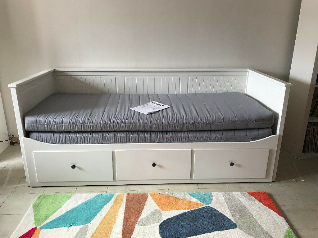 ikea hemnes sofa day bed with 3 drawers hardly used single double bed in romsey hampshire. Black Bedroom Furniture Sets. Home Design Ideas