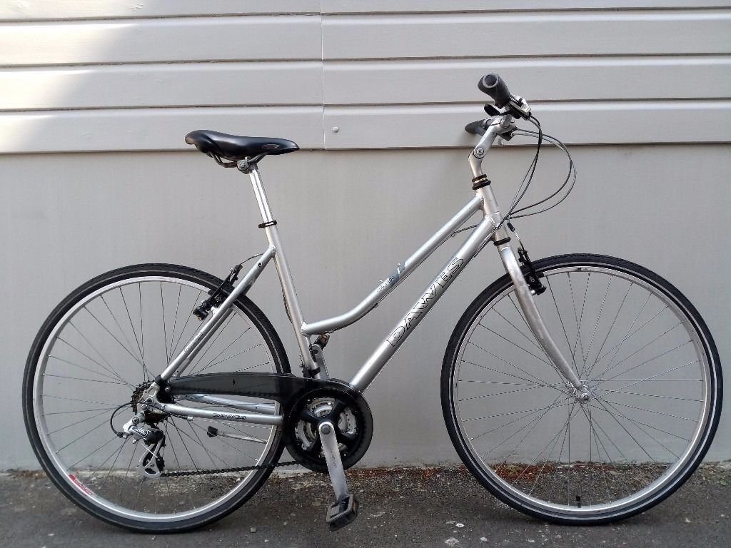 """(1826) 700c 21"""" Aluminium DAWES LADIES HYBRID COMMUTER CITY TOWN DUTCH BIKE BICYCLE Height 175 190cmin Fulham, LondonGumtree - Condition Used, in very good condition. Minor frame scratches. See photographs to satisfy yourself to condition of the bike. The bike is ready to hop on and ride. It doesnt require any repairs. It has been washed, lubricated and serviced prior to..."""