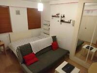 Modern Studio Flat. 3 mins walk to major Stations into the Docklands/City 930pcm inc water bill