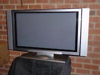 "HITACHI 32"" FLAT-SCREEN PLASMA TV & FREEVIEW BOX"