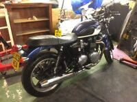Triumph bonneville 865 SE blue over white tank.