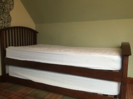Pull out solid wood guest bed