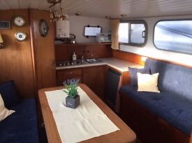Widebeam Barge Liveaboard Canalboat Cruiser in London